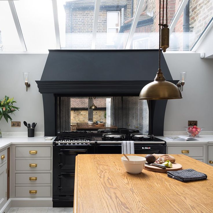We Love That This London Kitchen Has An AGA   Perfect For Some Saturday  Baking ⭐👌🏻