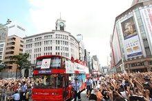 ロンドンオリンピックのメダリストが銀座でパレード 50万人の大歓声に選手も感謝