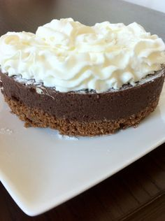 Een heerlijke taart van chocolade met een bodem van bastogne