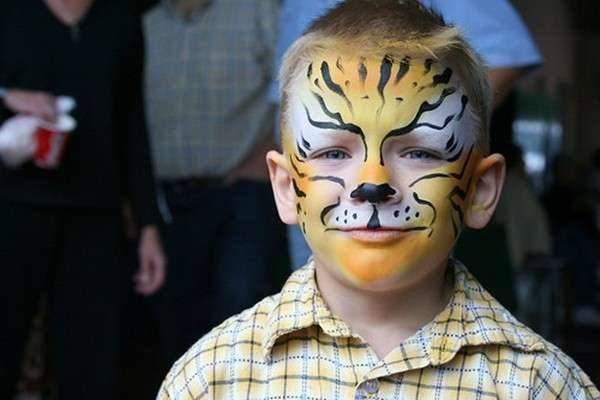 maquillaje-de-fantasia-ninos-paso-a-paso-cara-tigre-ella-hoy