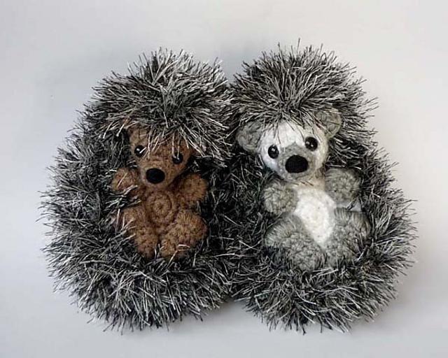 Shy hedgehog | Knitting Patterns | LoveKnitting