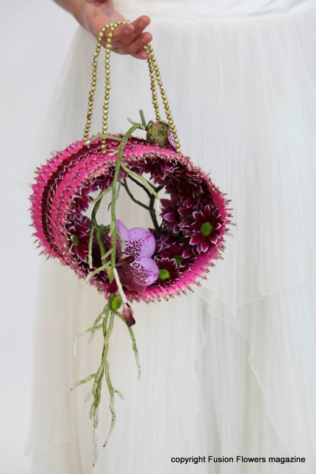 Handdesign made with #chrysanthemum #Haydar (photo & design: Flower Factor)