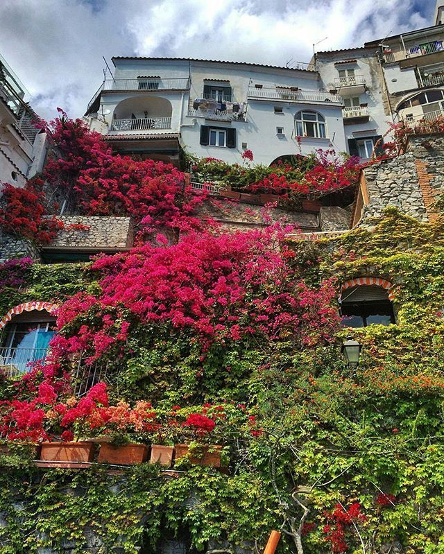 Mutlu gunler🌷🍁 🌺 📷 Pic by @chanel71forever Loc :Costiera Amalfitana . . Tag your travel buddy with #visititaly #colors_of_day #italy_vacations #italy_photolovers