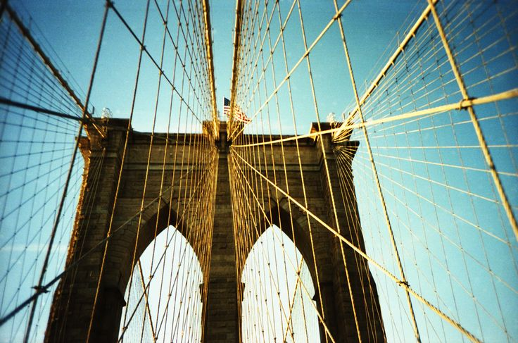 Pont de Brooklyn New York http://www.vogue.fr/voyages/adresses/diaporama/guide-des-meilleures-adresses-new-york-htels-restaurants-boutiques-bars-muses/22382#guide-des-meilleures-adresses-new-york-htels-restaurants-boutiques-bars-muses-4
