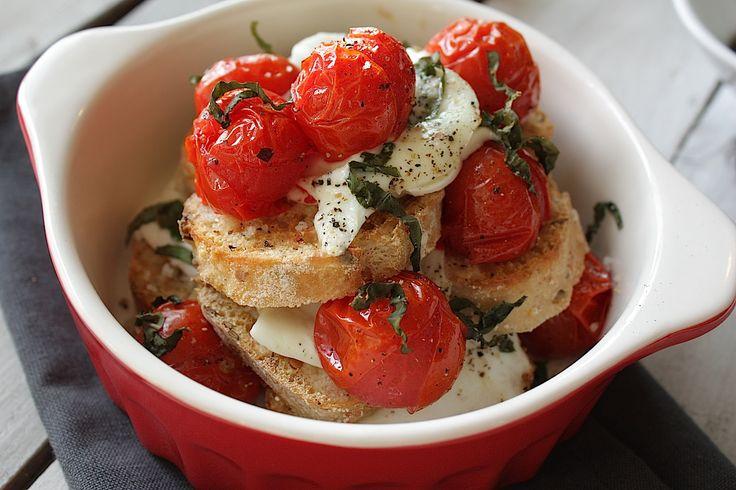 Heerlijk borrelhapje: bruschetta caprese uit de oven