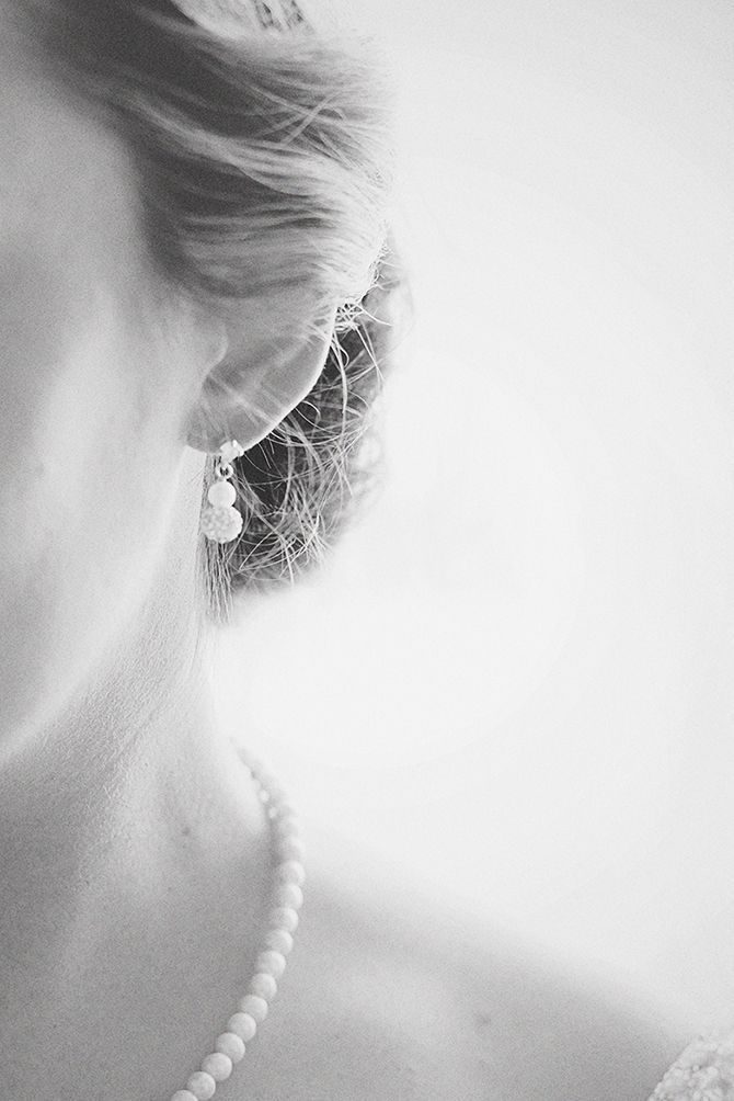 One of my fav pics of the Bride showing her beautiful jewelry