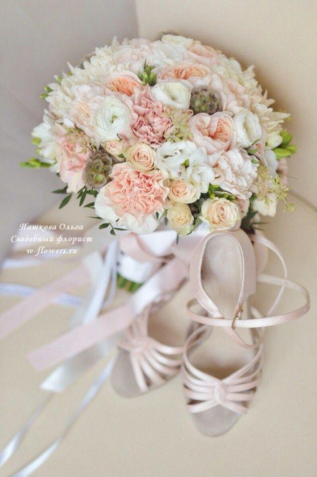 Букет невесты с пионовидными розами и гвоздиками . Флорист Пашкова Ольга #букет #невеста #свадебный #гвоздики #пионовидные #розы