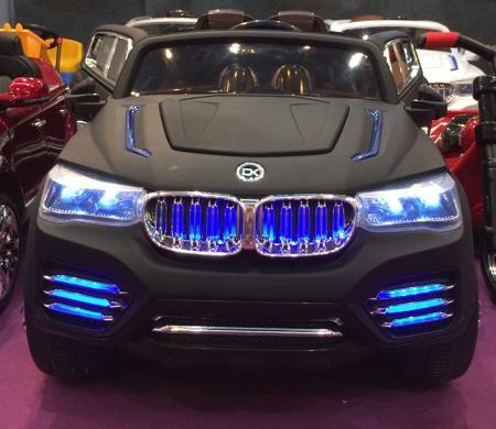 Детский электромобиль р/у BMW X6 (на аккум., свет, звук), матовый черный  — 33190р.  Возраст: от 3 лет Для мальчиков Модель: BMW X6. Цвет: матовый черный. Комплект: электромобиль, аккумулятор, зарядное устройство для аккумулятора, пульт радиоуправления. Допустимый вес эксплуатации: 40 кг. Время игры: 2.5 ч. Время зарядки: 8 - 10 ч. Дальность действия: 30 м. Из чего сделана игрушка (состав): пластик, металл, резина, текстиль. Тип питания электромобиля: аккумулятор. Тип аккумулятора: 1 х 12 V…