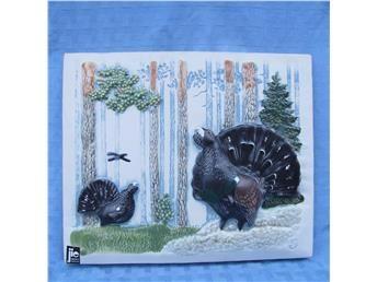 Tjädern är Gästriklands landskapsfågel. Design Staffan Johnson. 22x18cm # 294
