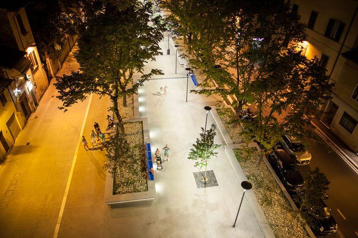 Piazza IV Novembre Comune di Sesto Fiorentino - Florence, Italy Lighting products: iGuzzini Illuminazione - Photo: Mario Tordini #iGuzzini #Lighting #Light #Luce #Lumière #Licht #Urban #Crown
