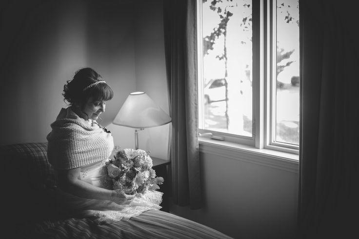 Photographe et phoographie de mariage à Montréal  Wedding photographer & photography based in Montreal (Quebec) weding dress, robe de mariée Visitez notre site : http://mariagesenimages.com