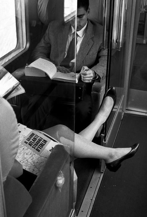 Sometimes by train. Ferdinando SCIANNA :: La lettura in treno, Italy, 1991