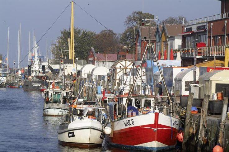 Schiffe im Hafen von Rostock/Warnemünde.