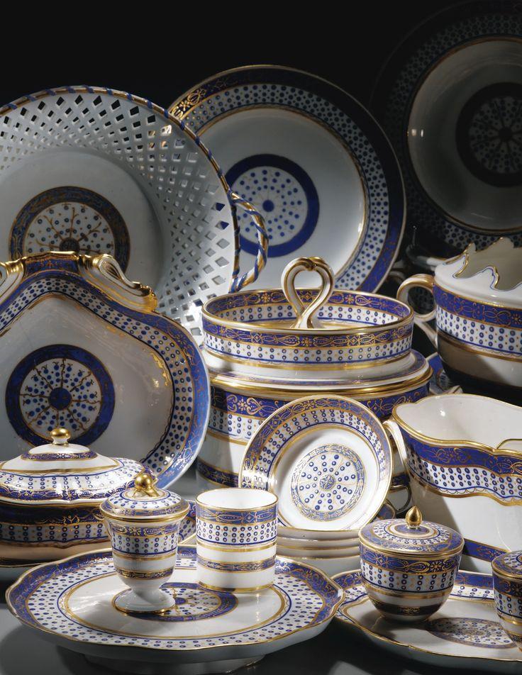 Partie de service en porcelaine tendre de Sèvres, de la fin du XVIIIe siècle, daté 1790