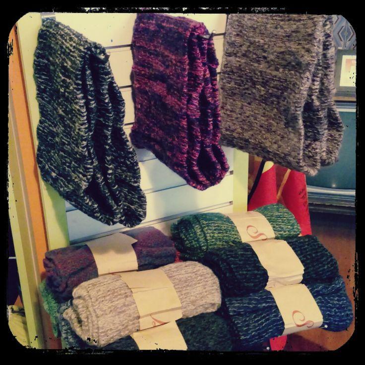 Para estos días de frio un cuellito de lana viene como anillo al dedo #cuellodelana #abrigate #quefrio