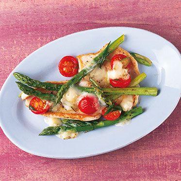 Putenschnitzel mit grünem Spargel und Gorgonzola Rezept | Küchengötter
