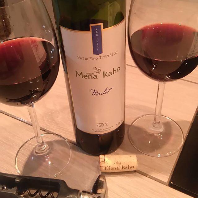 Sexta-feira à noite com a intensidade de um merlot, que terá um filé ao molho mostarda para harmonizar. O escolhido da noite foi um orgânico Mena Kaho, com aroma de frutas vermelhas e um toque amadeirado. Combinação perfeita #aperitivado #instawine #wine #winelover #vinhos #instavinhos #vinhosnacionais #serragaúcha #bentogoncalves #valedosvinhedos #menakaho #merlot #harmonizacao #carnesevinhos #enogastronomia #gastronomia #gourmet #foodporn #food #instafood  Yummery - best recipes. Follow…