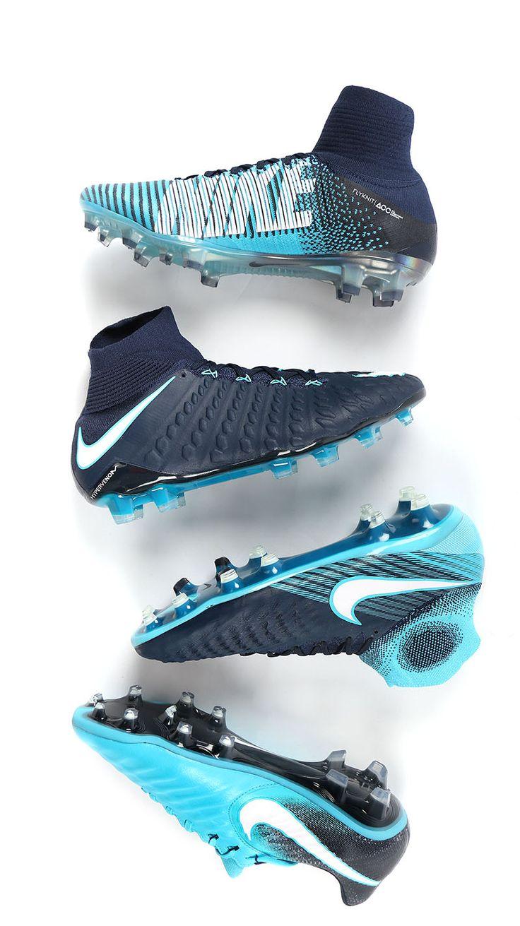 Botas de fútbol con tacos Nike Play ICE. Foto: Marcela Sansalvador para Futbolmania.com