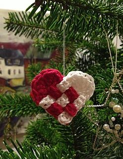A small woven Christmas heart, which a traditional symbol of a Danish Christmas. The traditional colors are red and white as our flag, but you can make them in any 2 colors!