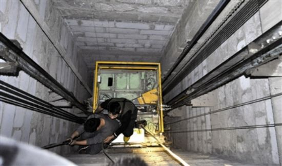 The elevator shaft is the space for the car and counterweight devices, as well as the hydraulic cylinder plunger movement. The space is bounded by the pit, the shaft walls and the top of the shaft.