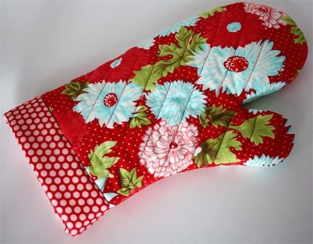 """Make your own oven mitts - need to do this!!  This is a super easy pattern and will make an awesome and welcomed Christmas gift. For a man, just pick masculine fabric. Or better yet a plain solid colored fabric, like a sheet or pillow case. You can use an old blanket for the """"batting"""" or inside between the top and  bottom fabrics. Happy sewing!"""