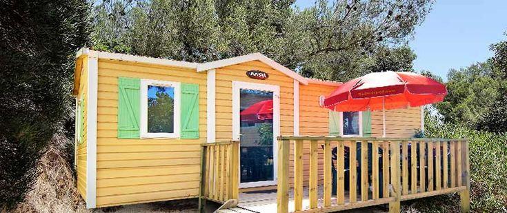 Découvrez notre camping 4* situé à 800m du centre ville de Cavalaire et 200m de la plage. Un parc de 30 000 m2 pour tentes, caravanes et location de mobile home.