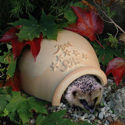 Igel Ritz -  Das Igelhaus aus Keramik. Schützt den Igel ab Herbst und bringt ihn sicher über den Winter.