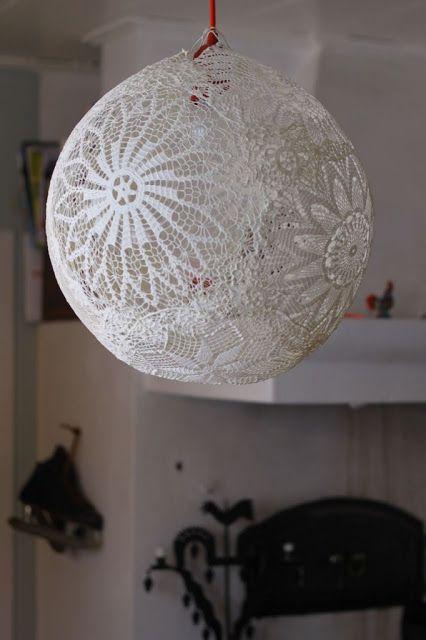 Diy: Lámpara de tapetes de ganchillo con un globo : x4duros.com