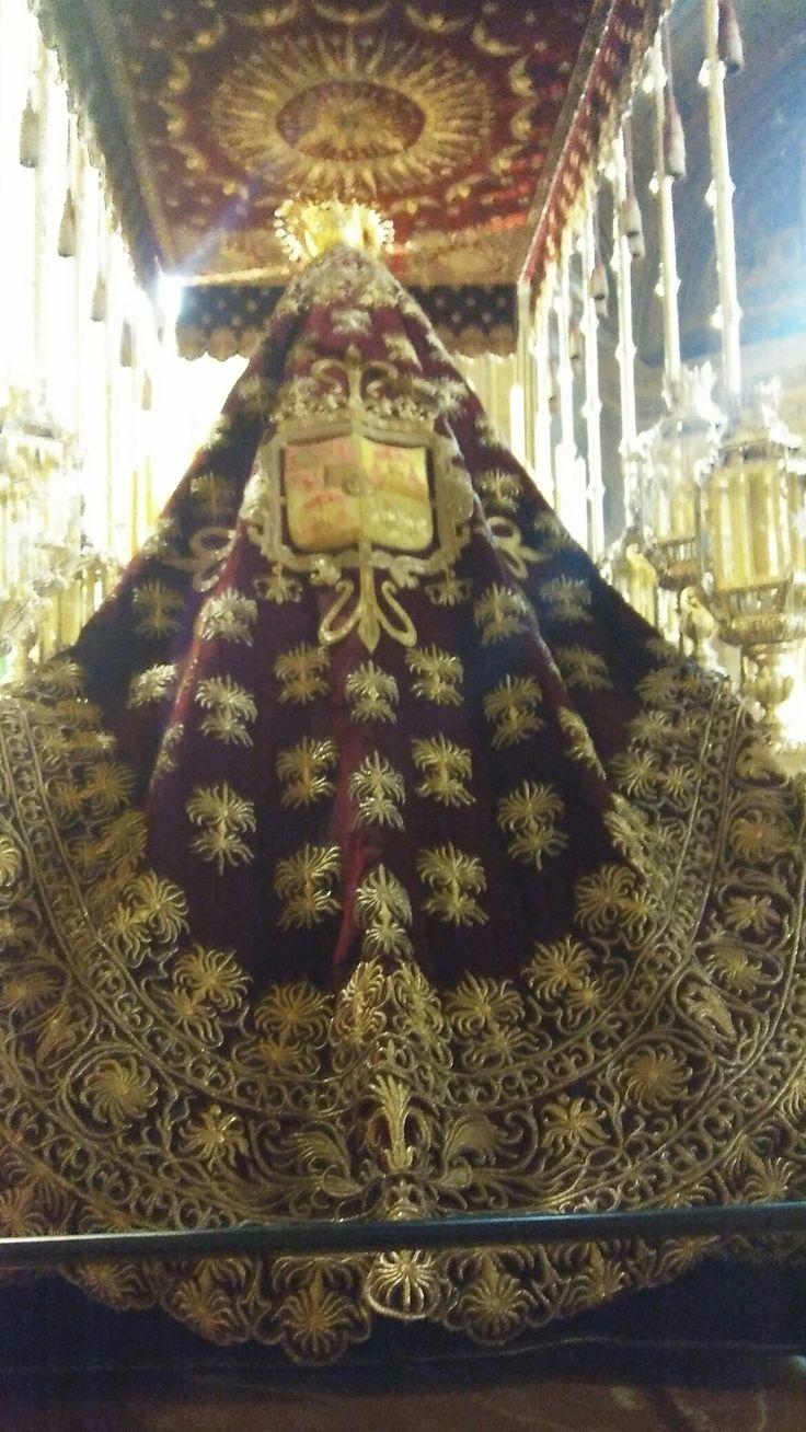 Manto de Nuestra Señora del VALLE preparado para salir en la Cofradía
