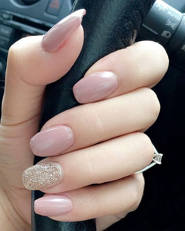 Pretty pink and glitter nail polish #nails #nailpolish