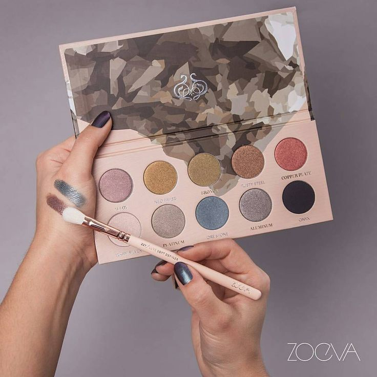 Anyone tried their palettes? I've never heard of this brand but they've got some nice looking color palette combos.   **@Regrann from @zoevacosmetics  -  Metallic reflections. Dig into a mesmerizing color range and create brilliantly festive makeup looks with our Mixed Metals Palette. #ZOEVA #mixedmetals #eyeshadow #Regrann ** #makeup