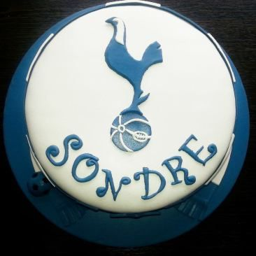 Konfirmasjonskake med Tottenham-tema  {Bakemagi.no}