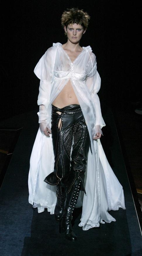 Gianfranco Ferré 2003 www.fashion.net