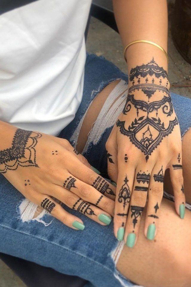 ألوان طلاء أظافر اختاريها مع مختلف رسومات الحنة ودرجاتها Hand Henna Hand Tattoos Henna Hand Tattoo