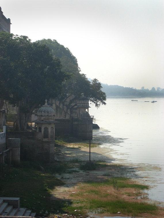 Udaipur Waterfront Rajasthan India 8X10 Photograph chamelagiri.etsy.com