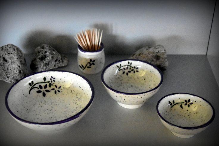Set van 3 uniek handgedraaide tapas kommetjes / schaaltjes + houder tandestokers met handgeschilderde decoratie - keramiek - aardewerk door Evacreajewel op Etsy