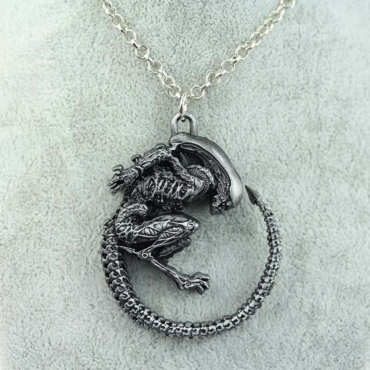 The highly detailed pendant brings all the fine details to life, making the Xenomorph look like it stepped off the screen and latched onto your necklace. When you see just how detailed and cool the pe