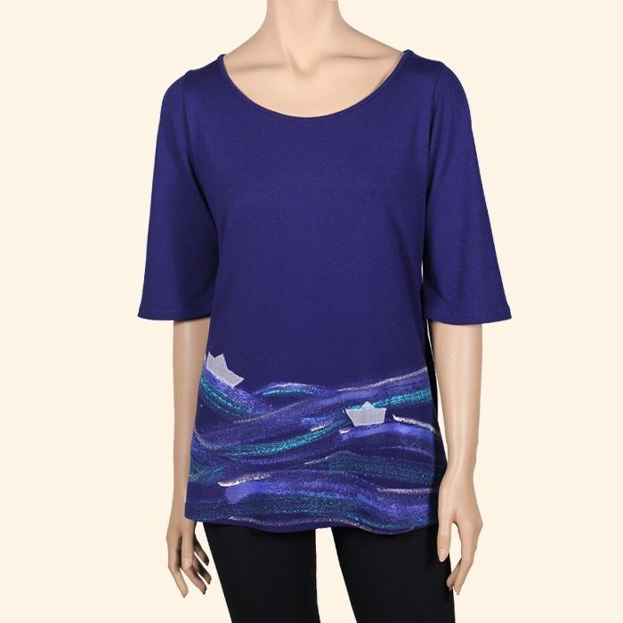 Camiseta Bateau - Casaca de punto elástico con un diseño original pintado a mano y aplicaciones de tejido. Moda sostenible hecha en Barcelona. - Fet a Catalunya.