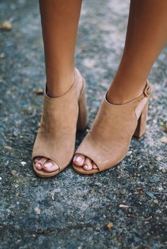 Open toe mules. Light brown heels suede sandals. Gorgeous trendy shoes.