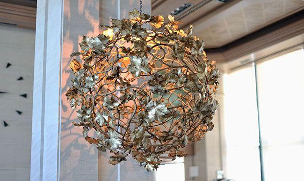 COLECCIÓN VIGNE Creada a partir de la reproducción de la materia orgánica, ramas y hojas de vid, fundidas a la cera perdida. Obras de arte exclusivas para iluminar cada espacio.