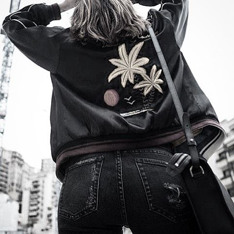 Yes, it's Friday! 🔥 Have a great weekend guys!! Thank you @ilteatroboutique for the photo // #htclosangeles #hollywoodtradingcompany #jacket #weareartisans #fridayvibes #lookingup