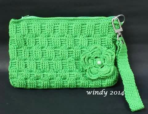 Basketwave stitch crochet clutch