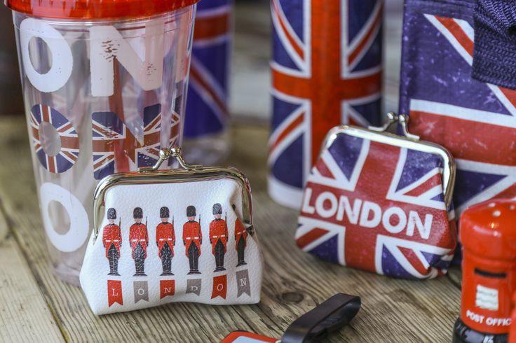 Mini peněženky, termo kelímky a chladící tašky. #penezenka #Londyn #coolbag #London #purse #accessories #giftware