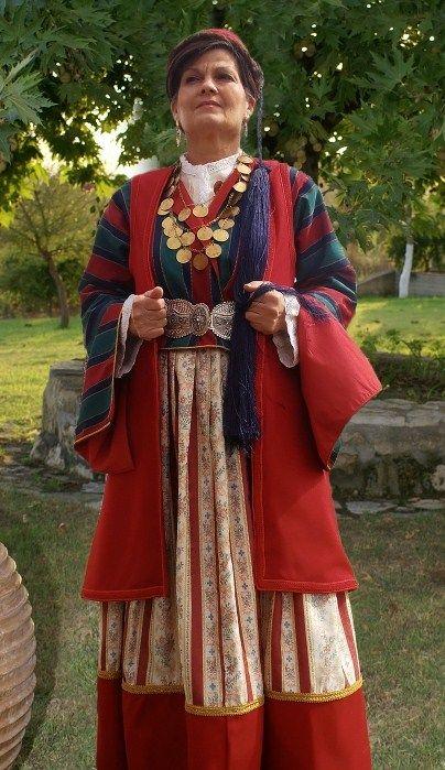Παραδοσιακή φορεσιά απο το Λεωνίδιο Αρκαδίας(Τσακώνικη)