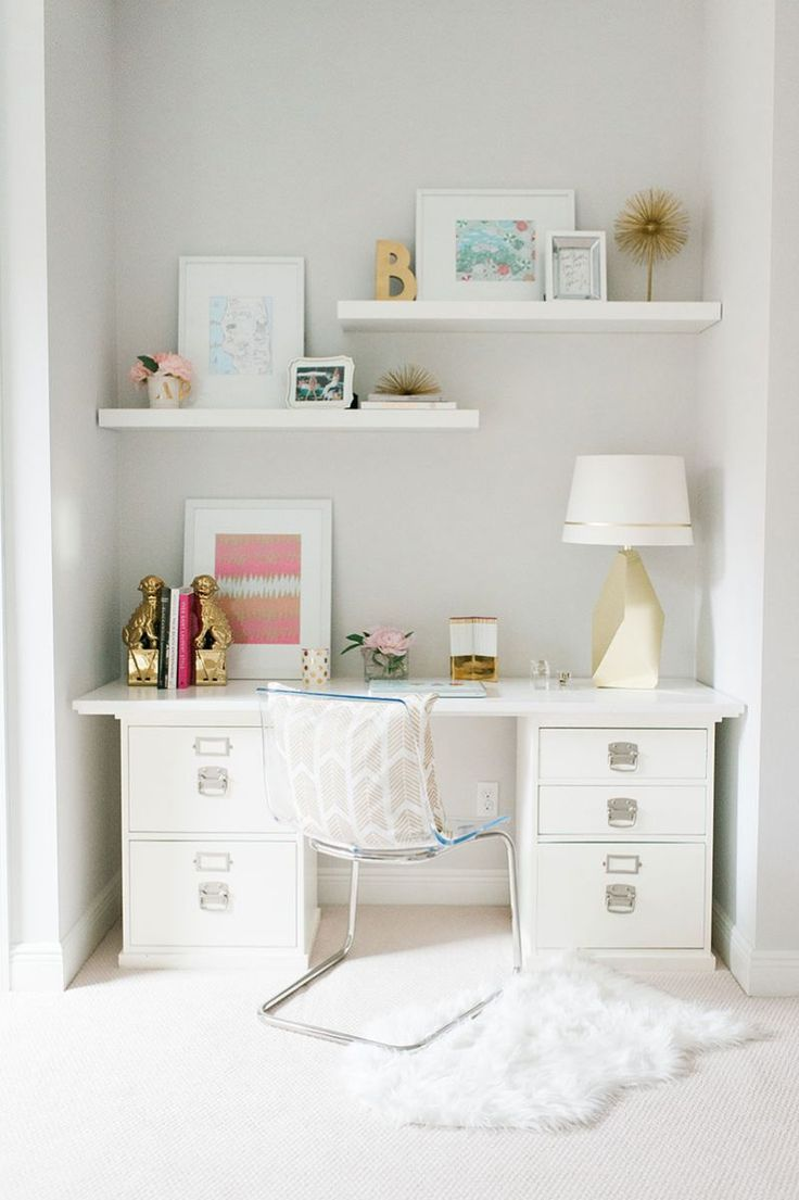 White, gold & pink office space || Beth Aschenbach's Palm Beach Home Tour #theeverygirl