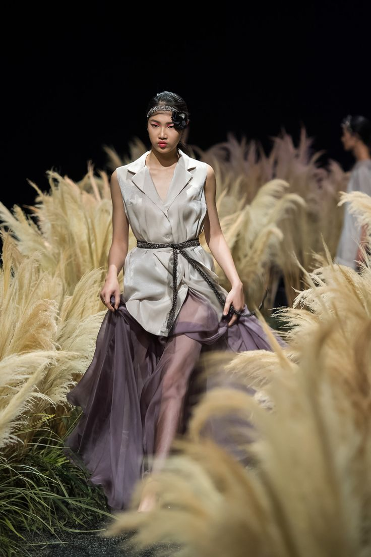 Vietnam Fashion Week FW17 - Ready To Wear.        Designer: Ngoc Han   Photo: Le Chi Linh