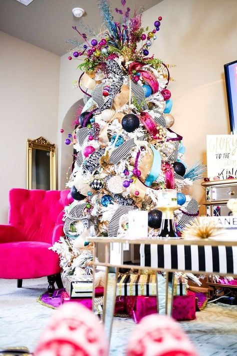12 Unique  Colorful Christmas Trees You\u0027ll Absolutely Love
