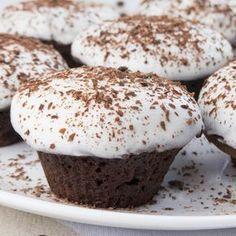 Acest desert apetisant îi va încânta pe toți, rapid, gustos și aromat – visul fiecărei gospodine. Se prepară din ingrediente accesibile și rezultatul va fi la înălțimea așteptărilor dvs. Este un desert delicios cu o