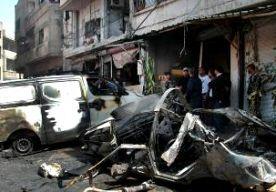 30-Apr-2014 14:51 - DODENTAL HOMS VERDUBBELD. Het dodental van de twee aanslagen in de Syrische stad Homs is verdubbeld. Volgens het Syrische Observatorium voor de Mensenrechten is het aantal slachtoffers opgelopen van zeker 51 naar ten minste 100. De meeste slachtoffers zijn burgers. In Homs ontploften eergisteren twee autobommen in een wijk waar veel alawieten wonen, een afsplitsing van de sjiitische islam waartoe ook president Assad behoort. Het was de dodelijkste aanslag in de stad...