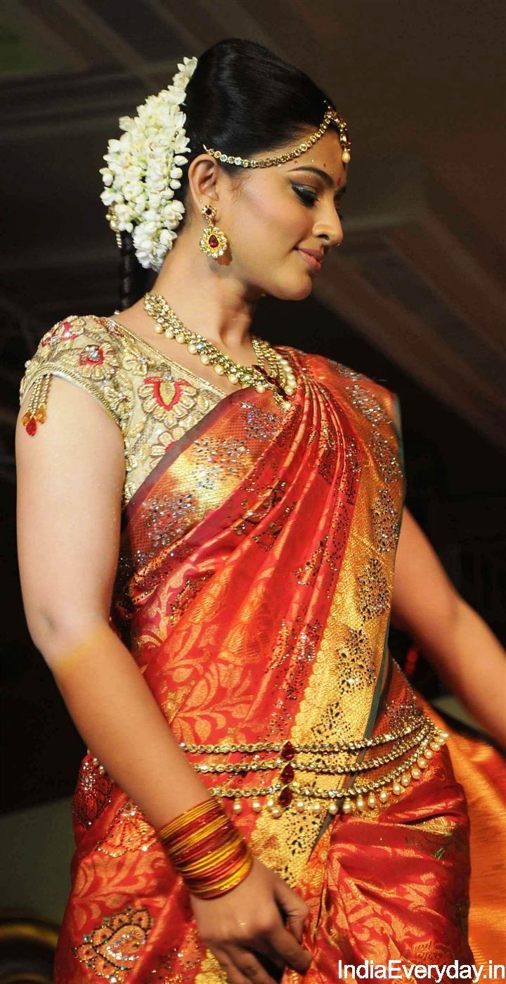 www.sameepam.com   Sneha at a Fashion Show